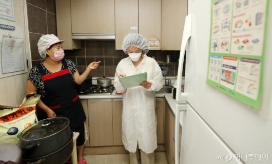 [사진]유치원-어린이집 급식시설 점검 나선 서울시