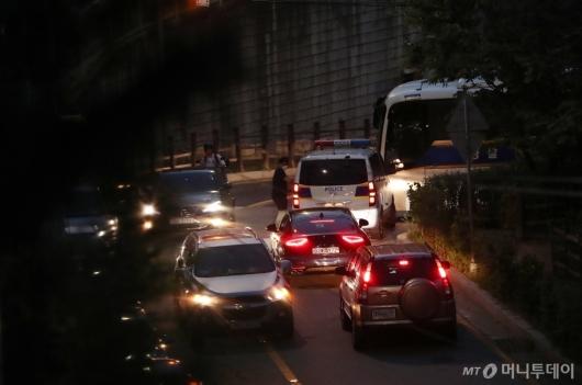 [사진]박원순 시장 수색중인 경찰병력