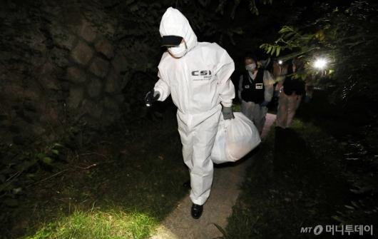 [사진]박원순 시장 시신 수습 마친 경찰