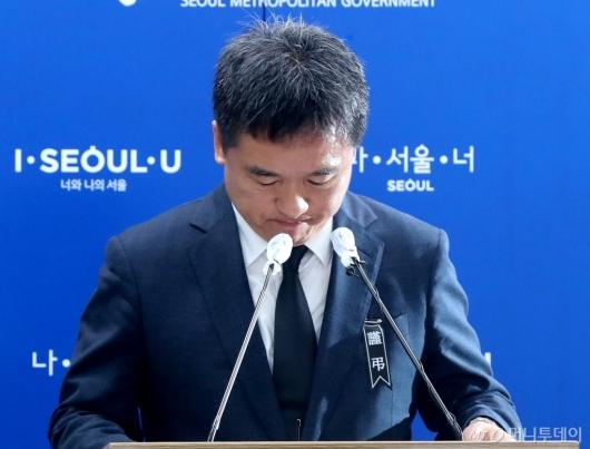 [사진]고개 떨군 서정협 서울시장 권한대행