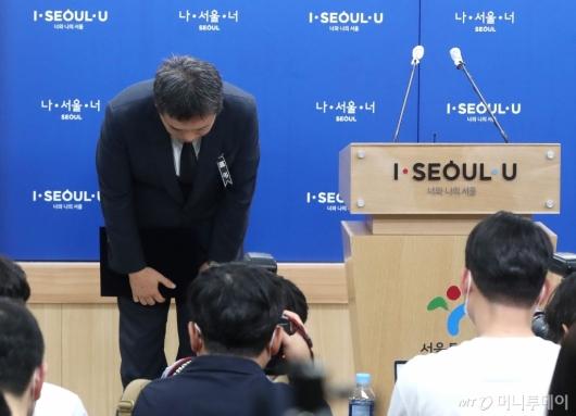 [사진]입장 발표 마친 서정협 서울시장 권한대행