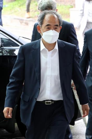 [사진]빈소 들어서는 윤준병 의원