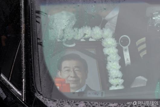 [사진]장례식장 떠나는 고 박원순 시장