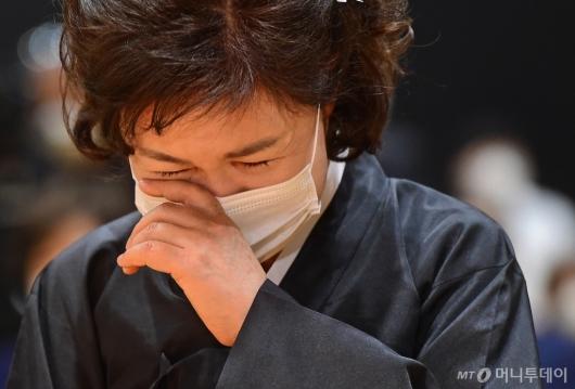 [사진]눈물 흘리는 고 박원순 시장 부인