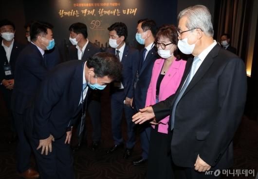 [사진]허리 숙여 인사하는 이낙연