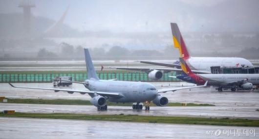 [사진]인천공항 착륙한 이라크 파견 근로자 이송 KC-330