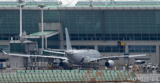 [사진]공항 도착한 이라크 근로자 이송 KC-330