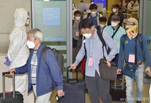 [사진]입국장 나서는 이라크 파견 근로자들