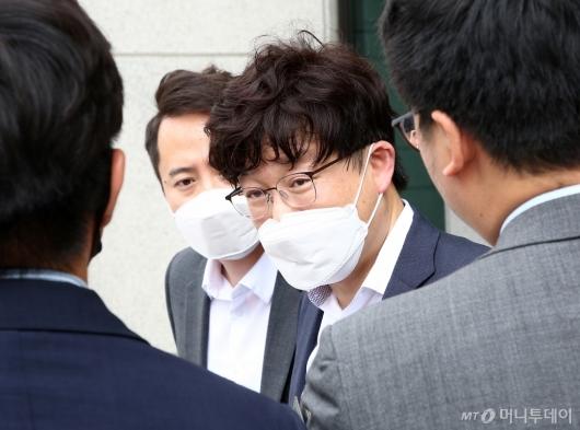 [사진]'검언유착' 심의위 향하는 이철 측 변호인