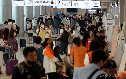 [사진]여행객들 붐비는 김포공항 국내선
