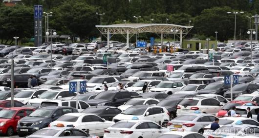 [사진]차량 가득한 김포공항 국내선 주차장