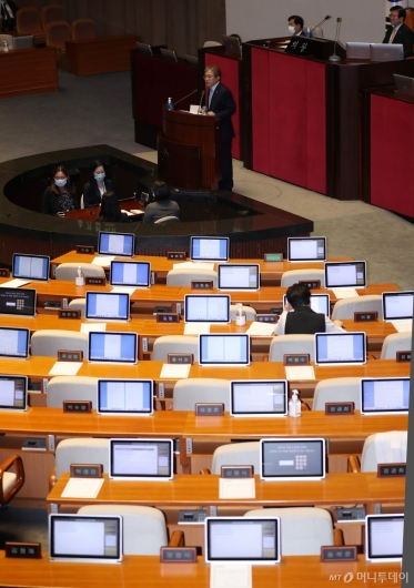 [사진]본회의장 퇴장한 미래통합당