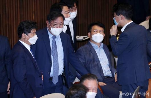 [사진]본회의 참석한 김태년 원내대표