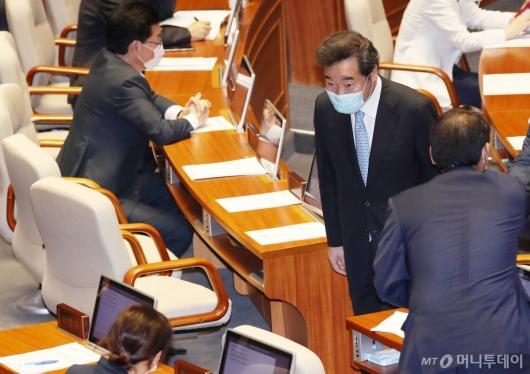 [사진]국회 본회의 참석한 이낙연