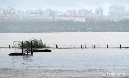 [사진]비에 잠긴 한강공원