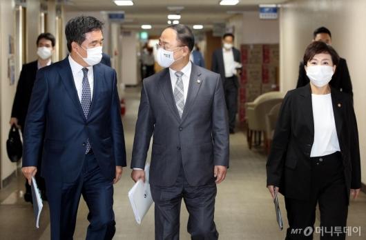 [사진]이야기하는 홍남기 부총리-서정협 서울시장 권한대행