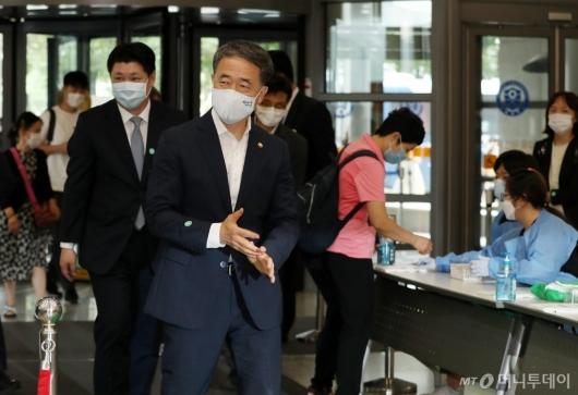 [사진]전공의 집단휴진에 병원 찾은 박능후 장관