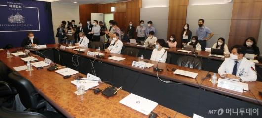 [사진]의료진 만난 박능후 장관