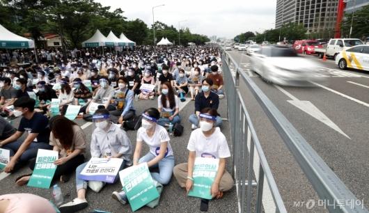 [사진]거리로 나온 전공의들