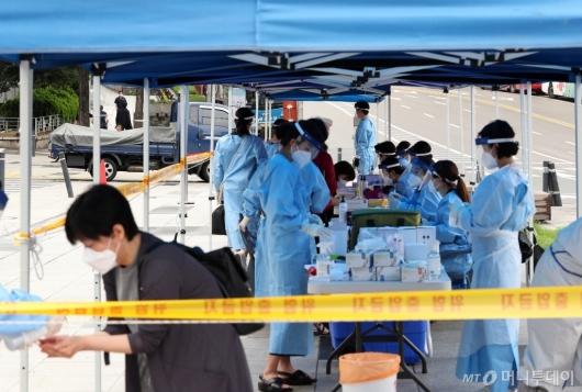 [사진]남대문시장 인근 임시 선별진료소 운영