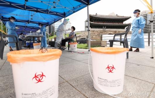 [사진]'코로나19' 감염 우려, 검사받는 시민들
