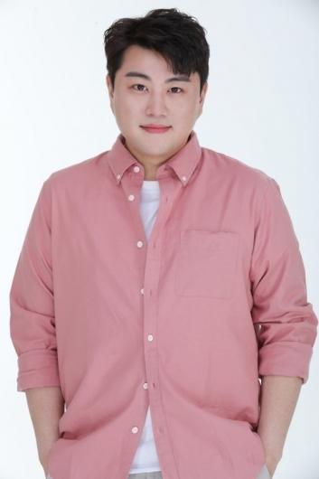 김호중은 조폭 출신?… 전 여친 폭행 주장에 재조명되는 과거