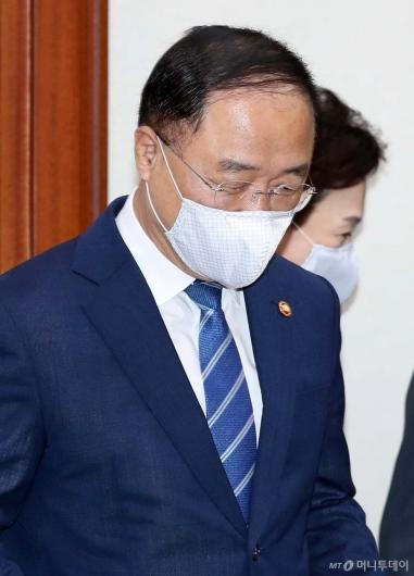 [사진]부동산 점검 회의 참석하는 홍남기 부총리