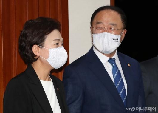 [사진]의견 나누는 홍남기-김현미