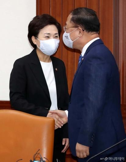 [사진]손잡는 홍남기-김현미