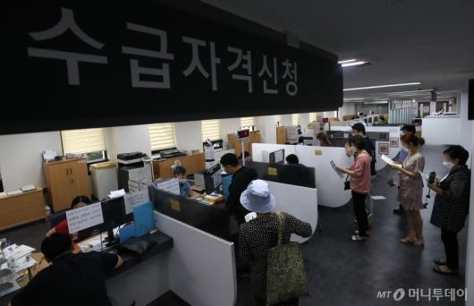 [사진]7월 취업자 전년 동월 대비 27.7만명 감소