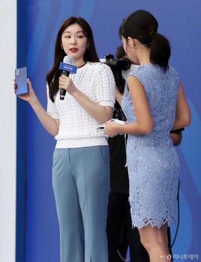 [사진]김연아가 설명하는 '갤럭시노트20'