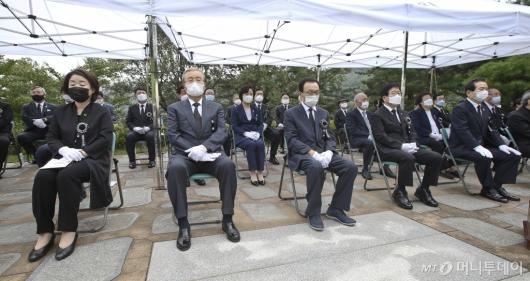 [사진]고 김대중 대통령 서거 11주기 추도식 참석한 여야