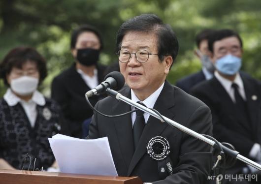 [사진]추도사 전하는 박병석 국회의장