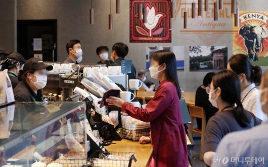 [사진]거리두기 완화, 카페 및 식당 정상영업