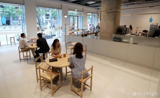 [사진]거리두기 2단계, 수도권 커피전문점 매장 이용가능