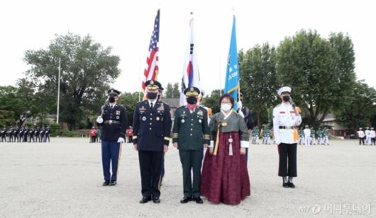 [사진]기념촬영하는 박한기 합참의장-에이브럼스 사령관