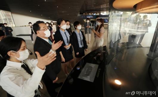 [사진]이공계 여학생들, 자동차 제조공정 체험