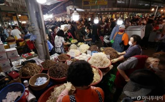[사진]추석 앞두고 북적이는 시장