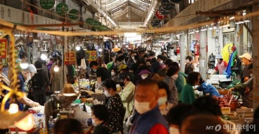 [사진]북적이는 전통시장