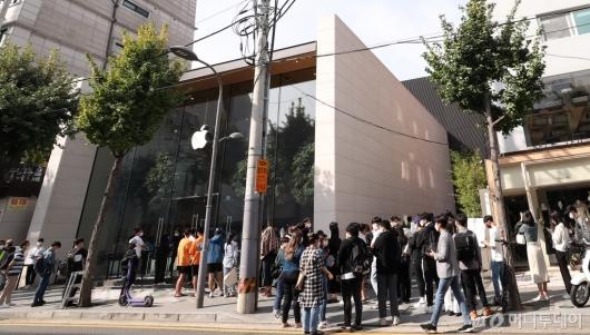 [사진]애플워치 신제품에 쏠린 관심