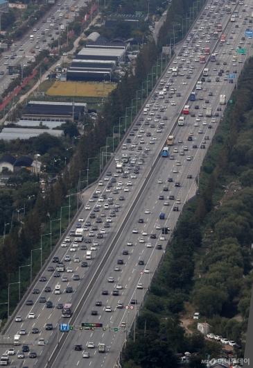 [사진]고속도로 정체 시작