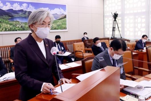 [사진]국감 업무보고 하는 강경화 장관