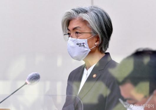 [사진]모두발언하는 강경화 장관