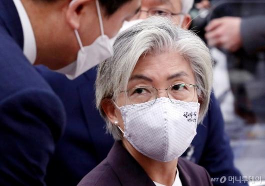 [사진]외통위 국감 출석한 강경화 장관