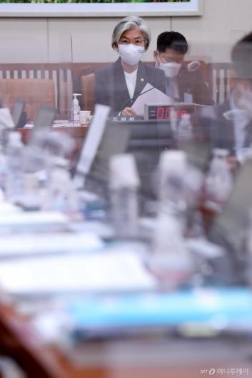 [사진]감사 개시 기다리는 강경화 장관