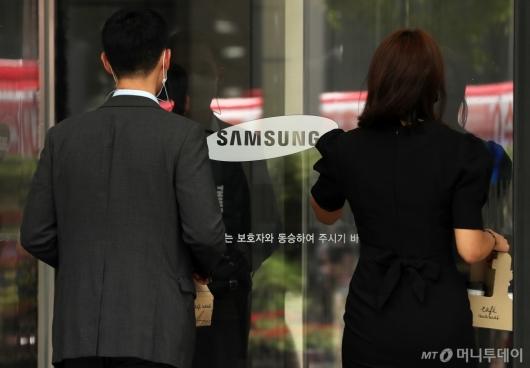 [사진]삼성전자 영업이익 12조 돌파, 2년만 최대 실적