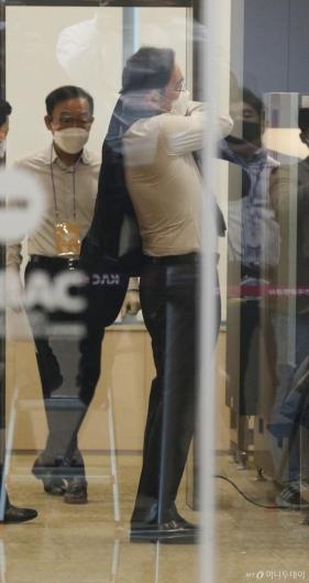 [사진]출장 마친 이재용 부회장