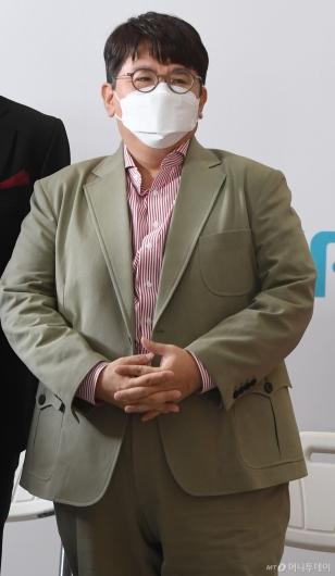 [사진]빅히트 상장 기념식 참석하는 방시혁