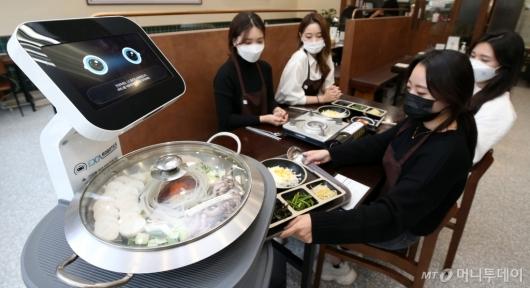 [사진]'자율주행으로 음식 배달 왔습니다'