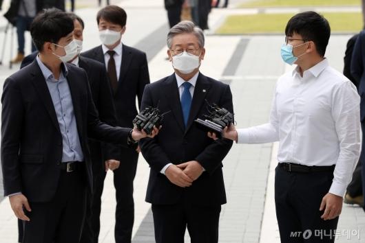 [사진]법원 출석한 이재명 지사